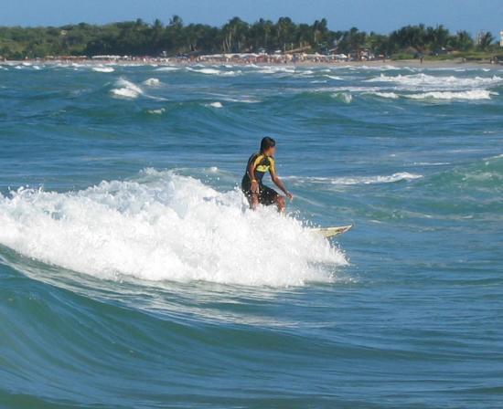 Hotel Puerta Del Sol Playa El Agua: Local surfing enthusiast