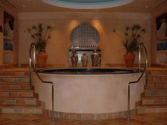 Elemis Spa at the Aladdin: The whirlpool!
