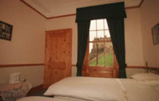 Apartment By Castle: Twin Bedroom with view to the Castle