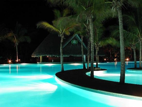 Hotel Barcelo Maya Beach: Barcelo Beach pool at night