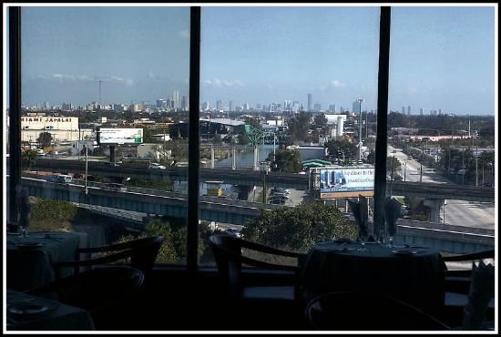 Holiday Inn Miami International Airport: View from the rooftop restaurant