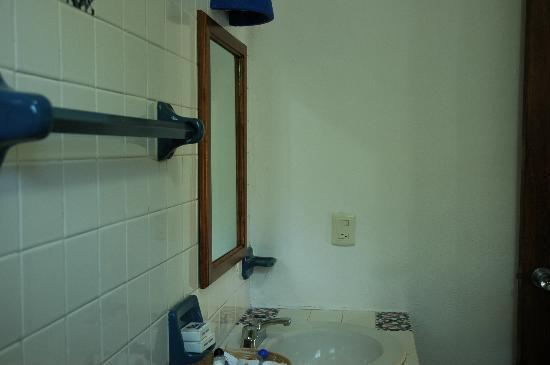 Mahekal Beach Resort: Bathroom