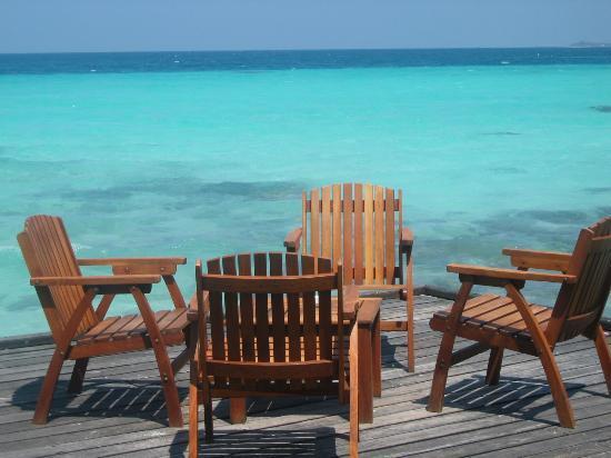 Kuramathi Island Resort: Patio area at Cottage Club