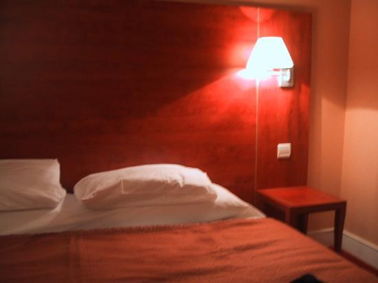 Best Western Nouvel Orléans Montparnasse : Two single beds rammed together