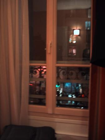 Best Western Le Nouvel Orléans Montparnasse : Room 302 faced out onto the main street
