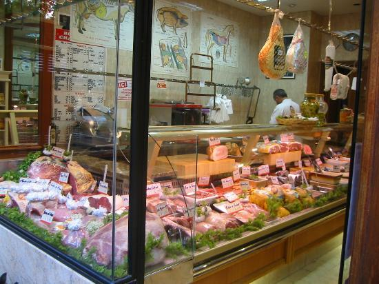 Hotel Roma Sacre Coeur: The Meat Store on Caulaincourt