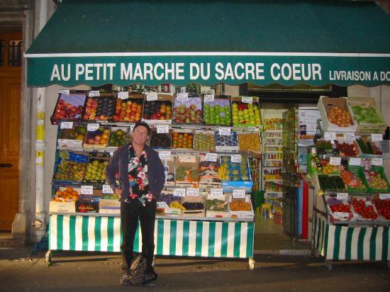 Hotel Roma Sacre Coeur: The Grocery next door to hotel