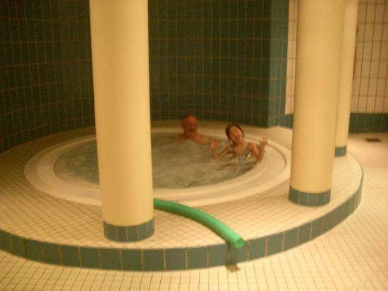 Hotel Rolandsburg: The Hot Tub
