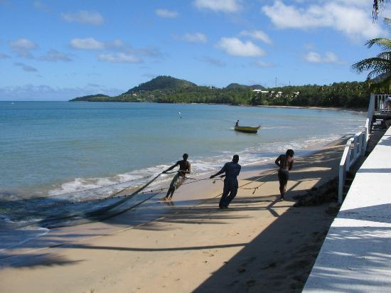 Villa Beach Cottages: Fishing on the Beach