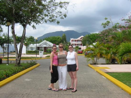 Puerto Plata Village Resort: first morning at the resort - gorgeous mountain!