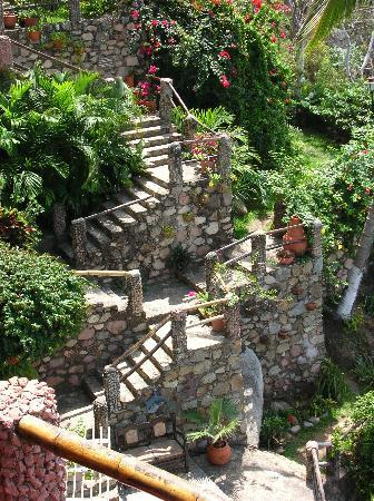 Plaza Pelicanos Grand Beach Resort: stairs at le Kliff restaurant