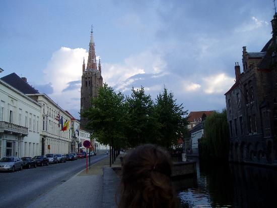 Dieltiens Gastenkamers Guestrooms: View down the closest main street (one block away)