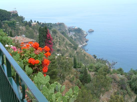 Casa Grazia: A beautiful view of the Med from Taormina