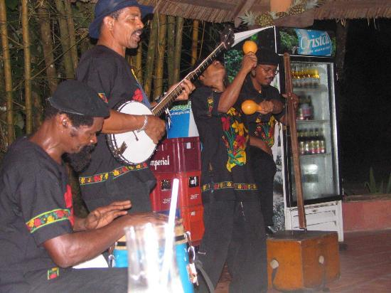 Laguna Lodge Tortuguero: Laguna Lodge house band