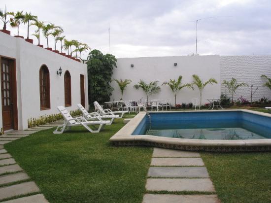 Casa de la Tia Tere : Small outside pool and patio.