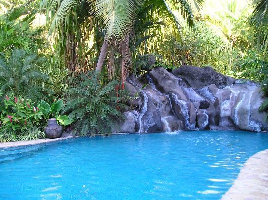 Ylang Ylang Beach Resort: The pool
