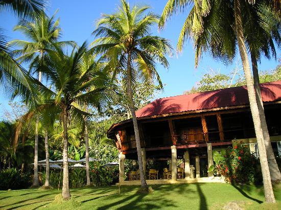 Ylang Ylang Beach Resort: The restaurant