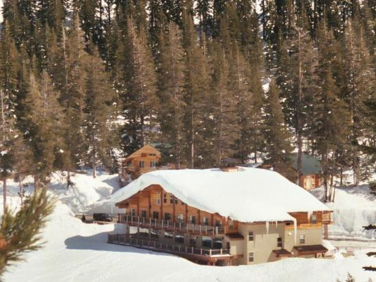 Ice Lakes Lodge at Royal Gorge: The Lodge from a XC ski trail. 40' of snow a year!