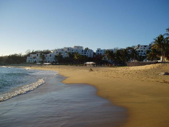 Camino Real Zaashila: Another view from the beach