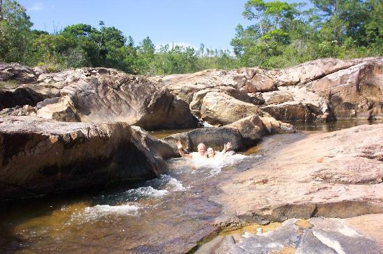 Blancaneaux Lodge : Playing in the waterfalls