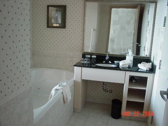 Embassy Suites by Hilton Niagara Falls Fallsview Hotel : Jacuzzi Tub