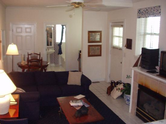 The Wilmingtonian: The Captain's Quarters suite