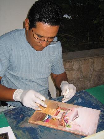 Hotel Playa Mazatlan : Finger Painter at The Playa during Fiesta Nights (Tues, Thurs, Sat)
