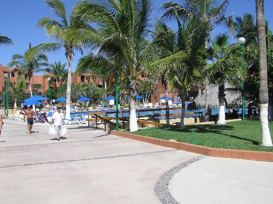 Holiday Inn Resort Los Cabos All-Inclusive: Hotel Grounds