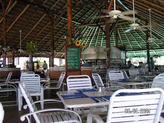 The Royal Cancun All Suites Resort : The Palapa outside restraunt