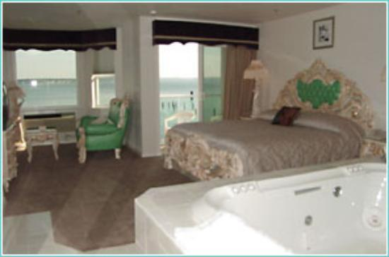 Tides Inn: Hot Tub Suite