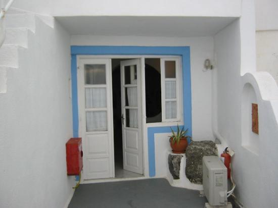 Uranos Traditional Houses: Entrance to one of the rooms