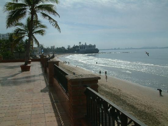 Hotel Playa Mazatlan : beach view from hotel 2