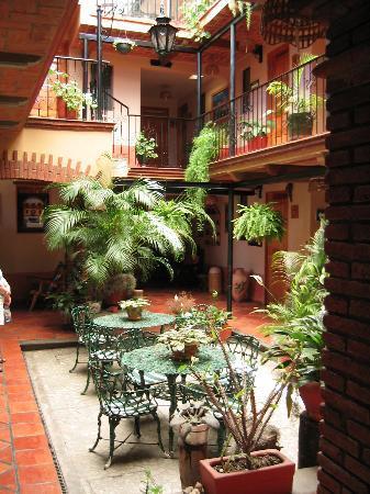 Hotel Cazomalli: Courtyard