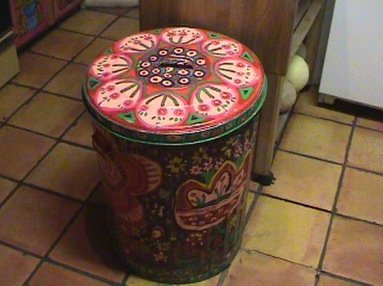 La Dona Luz Inn, An Historic Bed & Breakfast: even the garbage can = art
