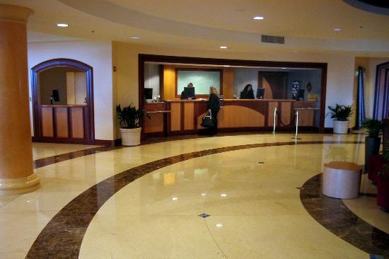 San Mateo Marriott San Francisco Airport : Lobby and Recption Desk
