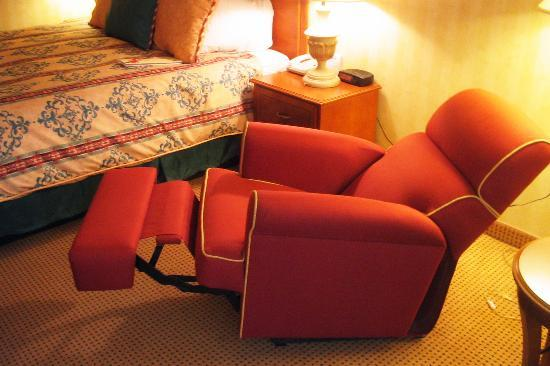 San Mateo, CA: Wow a great reclining chair in room 1066