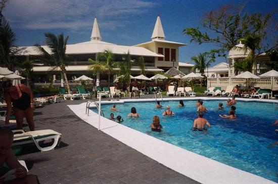 ClubHotel Riu Negril: Pool aerobics everyday
