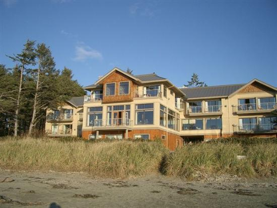 Long Beach Lodge Resort: Long Beach Lodge from the beach