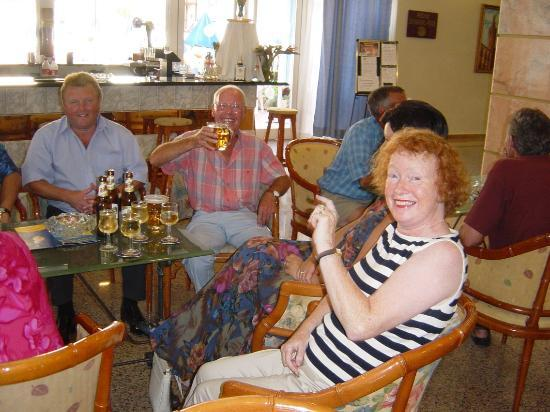 Benidorm Centre Hotel: Happy Hour with friends 2