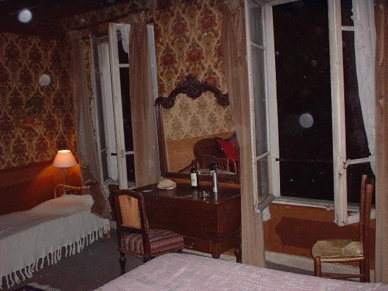 Hotel Esmeralda: Hotel Room