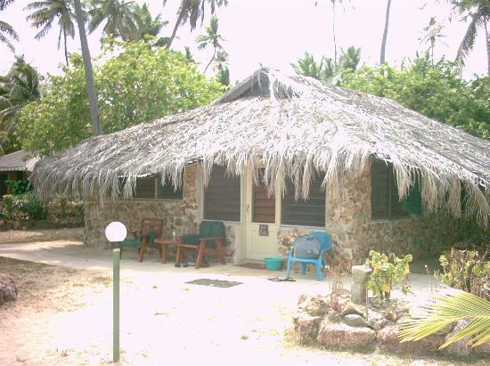 Plantation Island Resort: Beachfront Bure