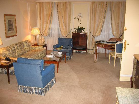 Le Bristol Paris: Elegant, spacious lounge