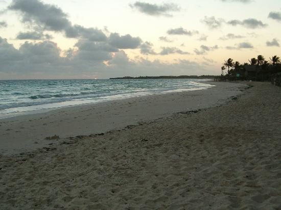 Colonial Cayo Coco Hotel: Evening On The Beach