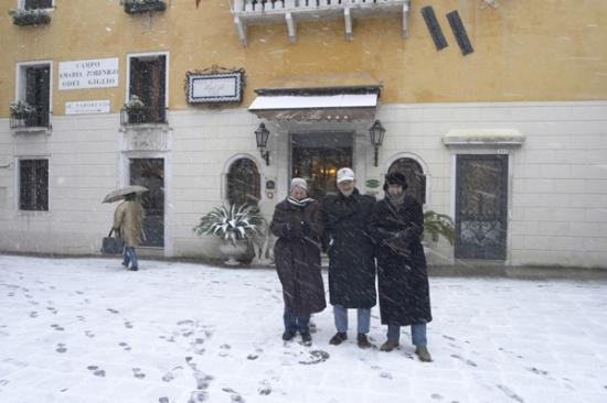 Hotel Ala - Historical Places of Italy: In front of Hotel Ala in January 2004
