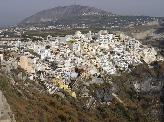 Dana Villas: Town of Fira (10 minute walk)