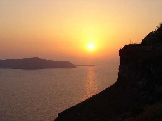 Dana Villas: Sunset from Fira