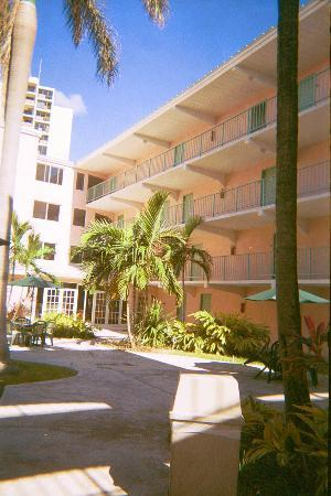 Castaways Resort & Suites Grand Bahama Island: Courtyard