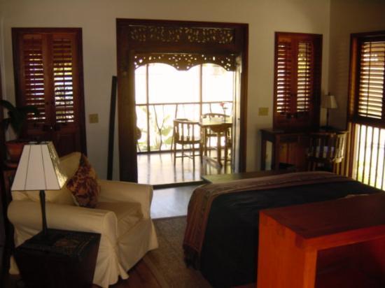 Turtle Inn: Inside the bungalow