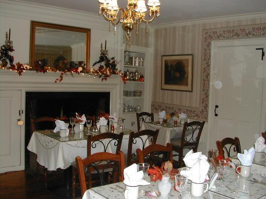 The Red Maple Inn: Dining Room