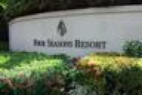 Four Seasons Resort Maui at Wailea: Hotel Sign